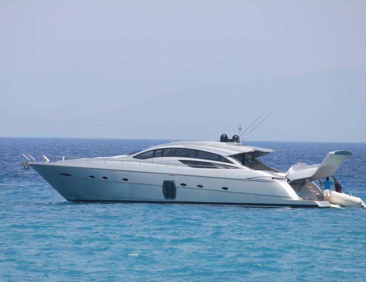Luxurious Yacht Charter